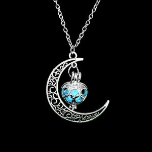 Jewelry - Glowing Moon Necklace